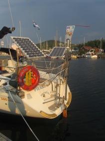 Régulateur d'allure et panneaux solaires